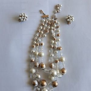Jewelry - Vintage gold and white pearls with earrings.